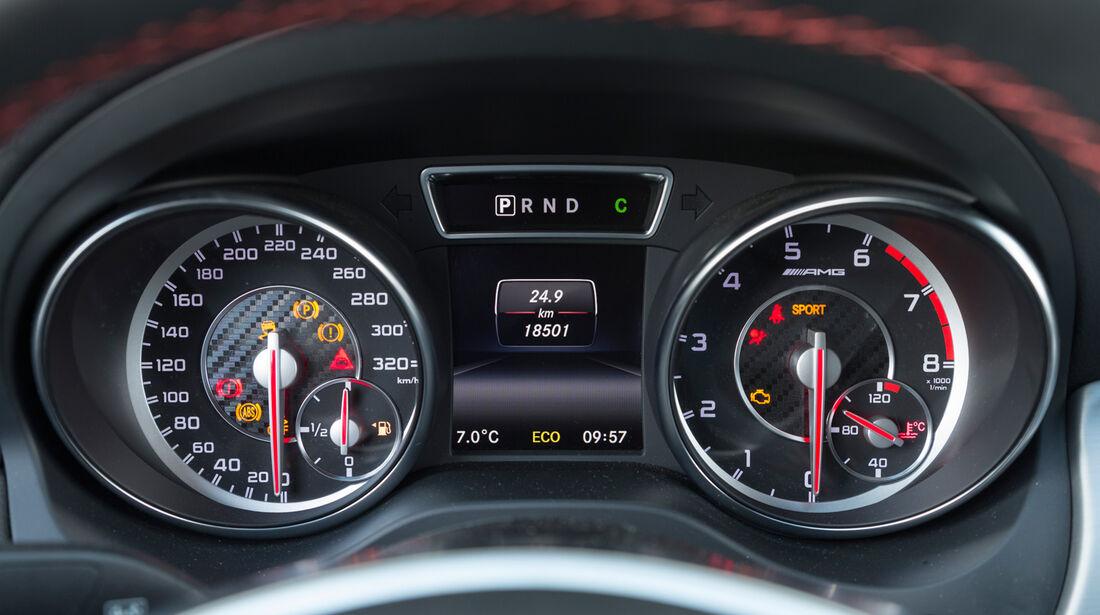 Mercedes CLA 45 AMG, Rundinstrumente