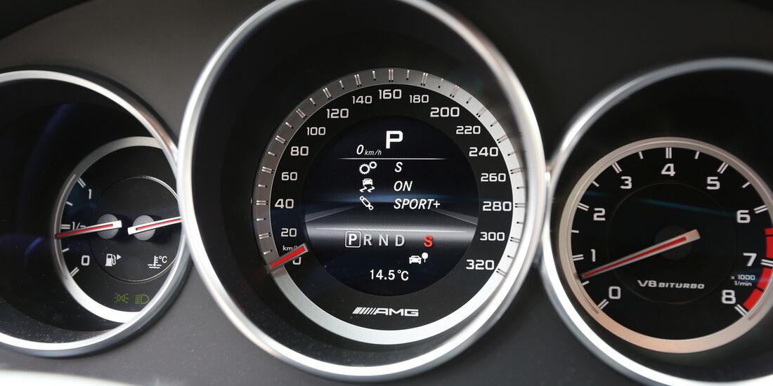 Mercedes CLS 63 AMG Shooting Brake, Rundinstrumente
