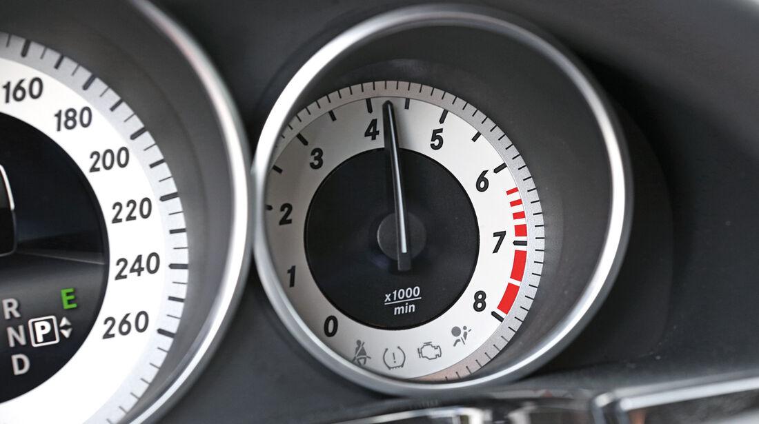 Mercedes E 200, Rundinstrumente