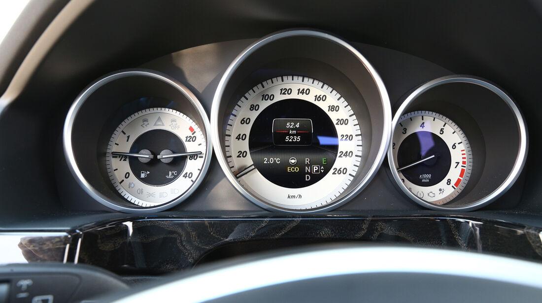 Mercedes E 200 T, Rundinstrumente, Tacho