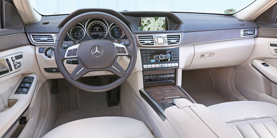 Mercedes E 220 Bluetec, Cockpit
