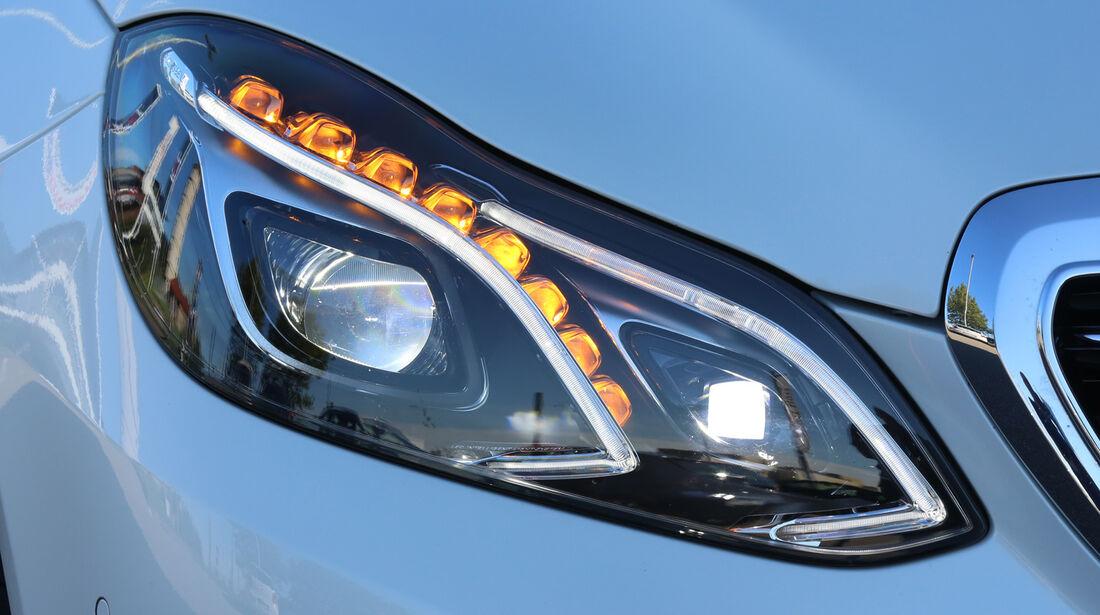 Mercedes E 220 Bluetec T, Frontscheinwerfer
