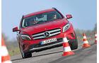 Mercedes GLA 200, Frontansaicht, Slalom