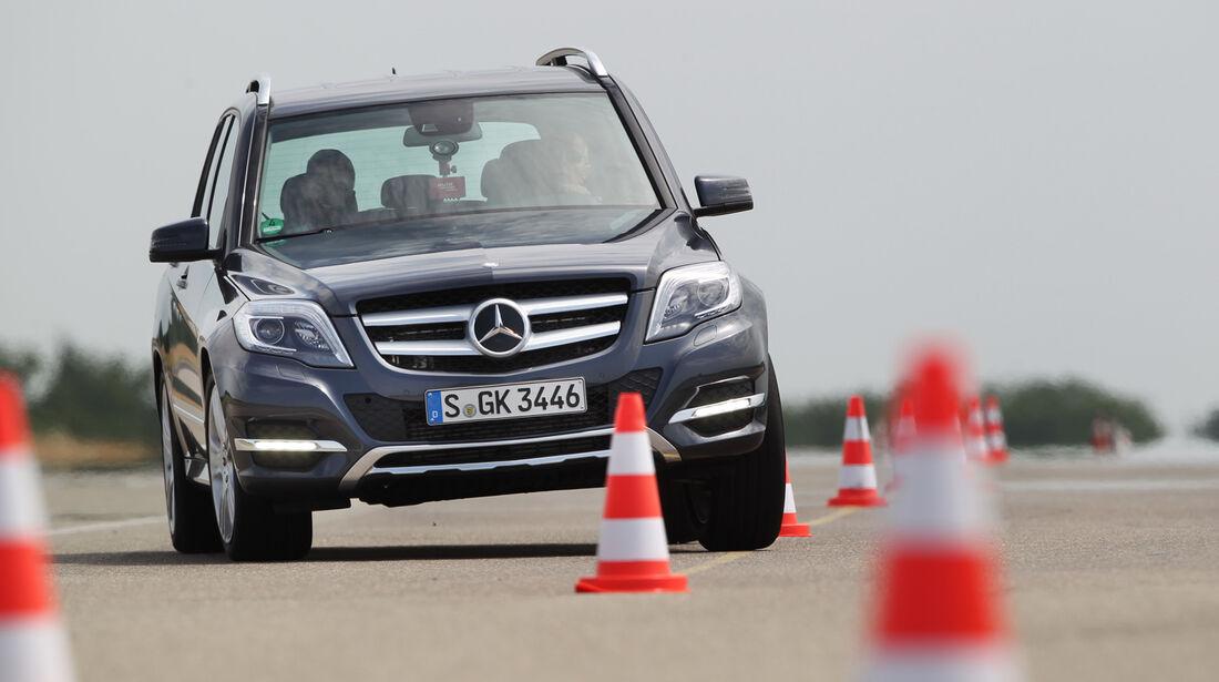 Mercedes GLK 250 Bluetec 4-Matic, Frontansicht, Slalom