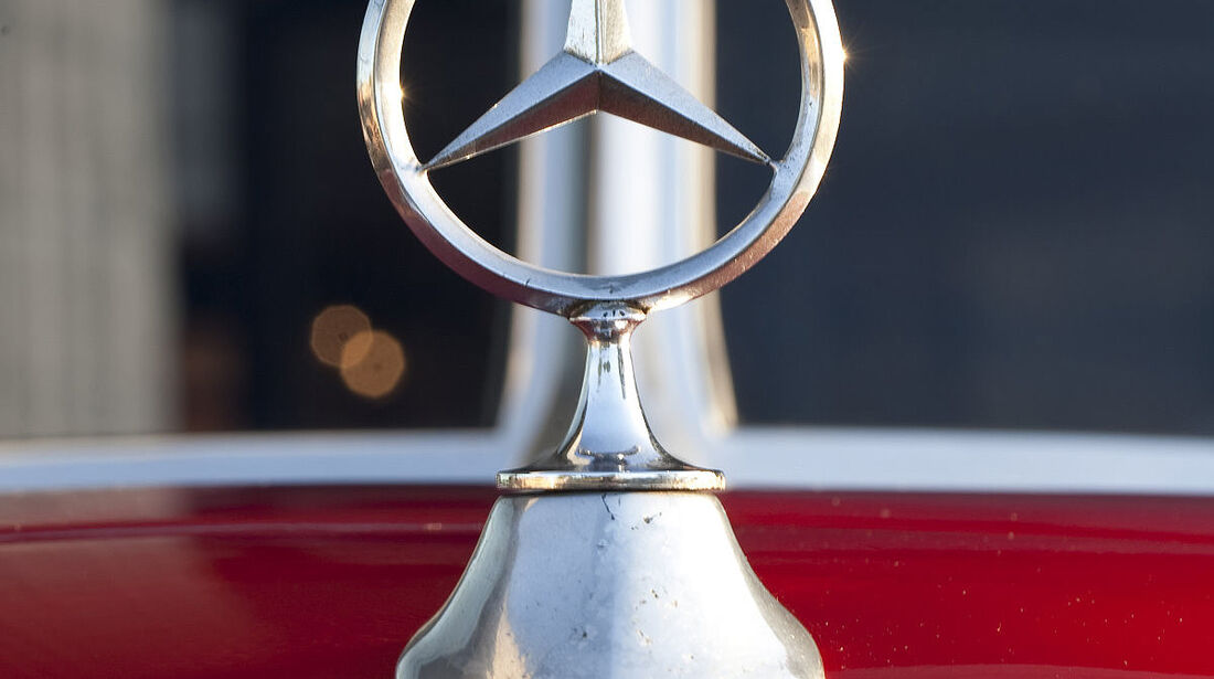 Mercedes-Stern am Mercedes-Benz 150 Sport Roadster