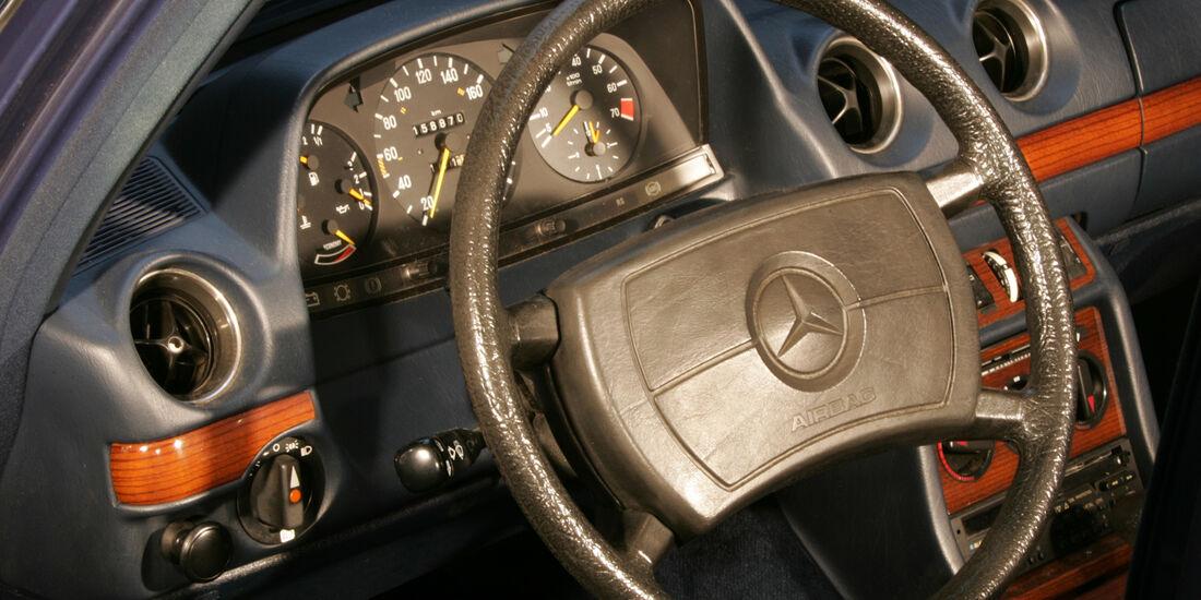 Mercedes W 123, Cockpit