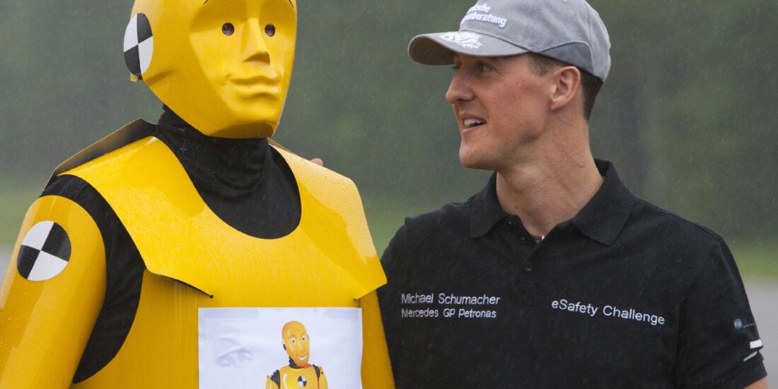 Michael Schumacher mit Dummy
