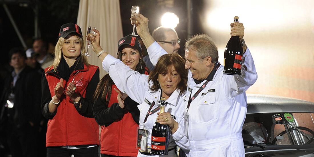 Mille Miglia 2010 - Giuliano Canè zusammen mit seiner Frau Lucia Galliani