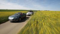 Mini Cooper Cabrio, Mazda MX-5 1.8, beide Fahrzeuge, Wiese, Frontansicht