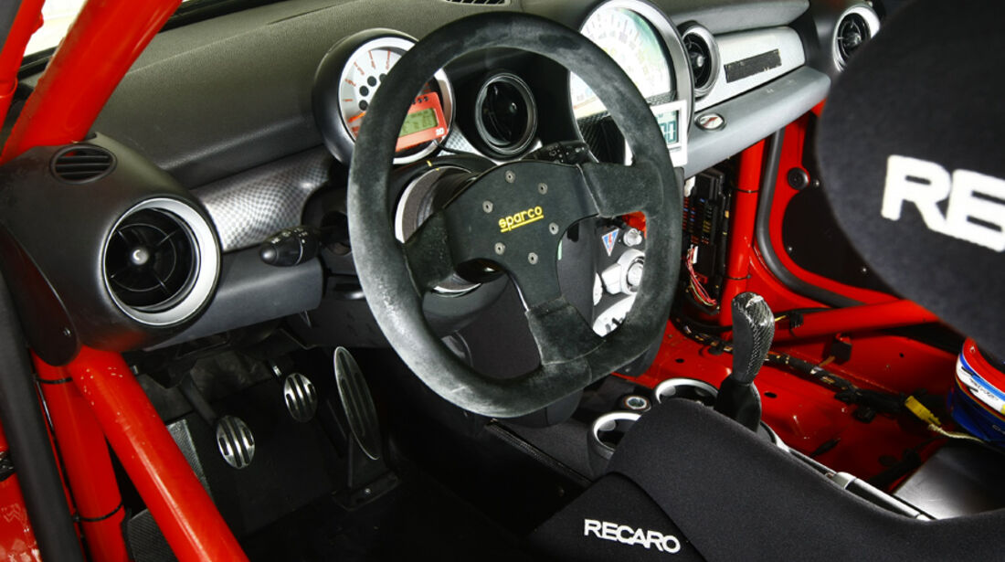 Mini John Cooper Works Challenge, Cockpit