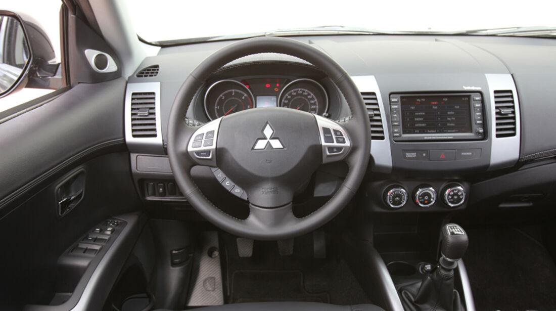 Mitsubishi Outlander, 2.2 DI-D Instyle, Cockpit