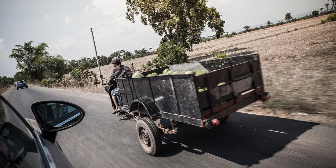 Mofa mit Wassermelonen-Anhänger