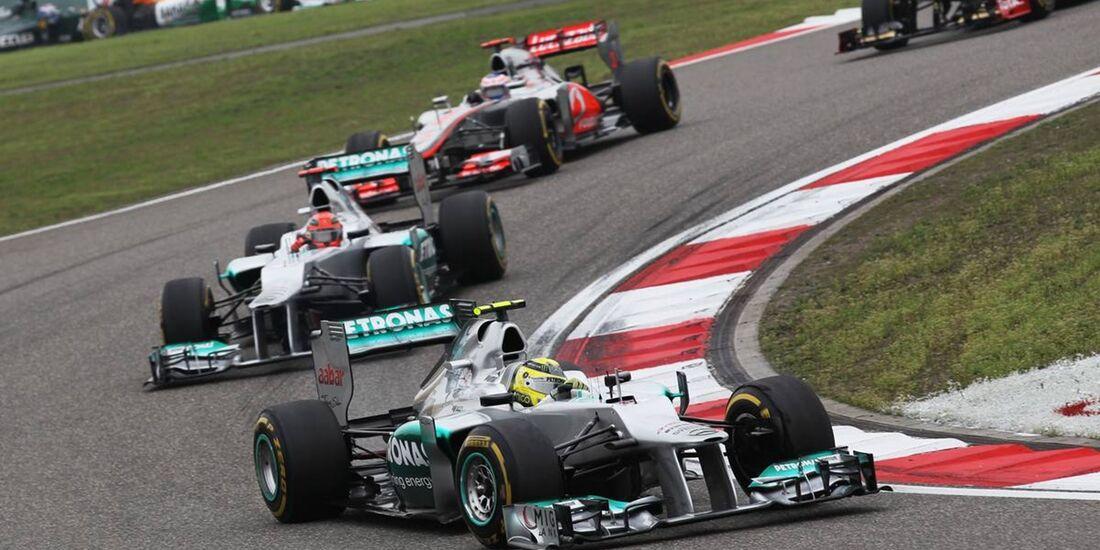 Nico Rosberg - Michael Schumacher - Start  - Formel 1 - GP China - 15. April 2012