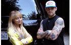 Nicole Richie und Joel Madden mit ihrem Mercedes-Benz BlueTEC Fahrzeug