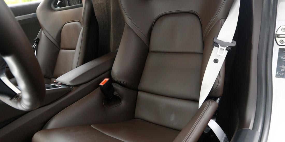 Nissan 370Z Nismo, Fahrersitz