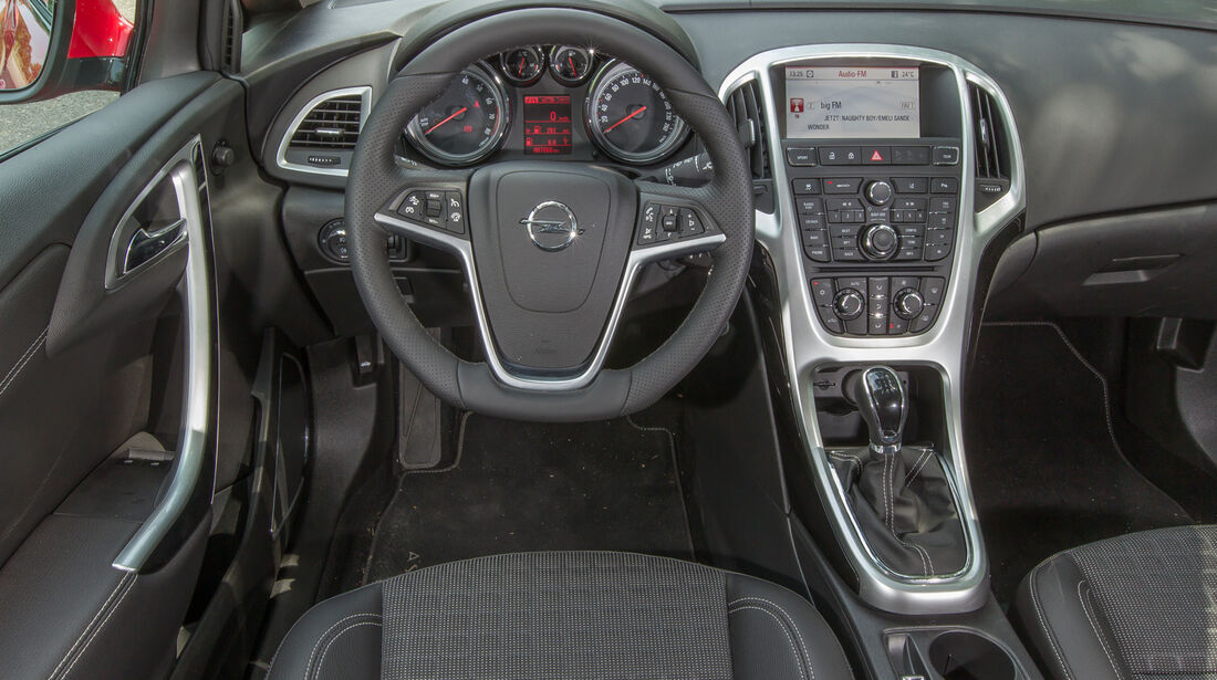 Opel Astra GTC 1.4 Turbo, Cockpit