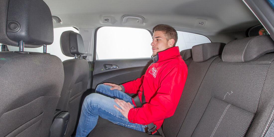 Opel Astra Sports Tourer 1.4 Turbo, Rücksitz, Beinfreiheit