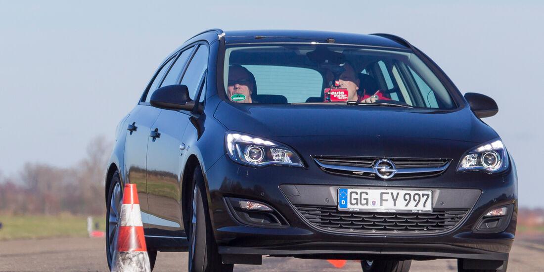 Opel Astra Sports Tourer 1.6 CDTI ecoFLEX Energy, Frontansicht, Slalom