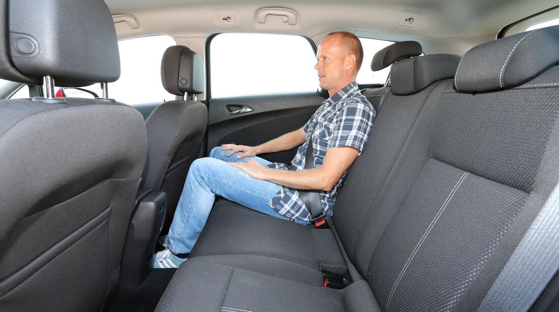 Opel Astra Sports Tourer 2.0 CDTi ecoflex Edition, Rücksitz, Beinfreiheit