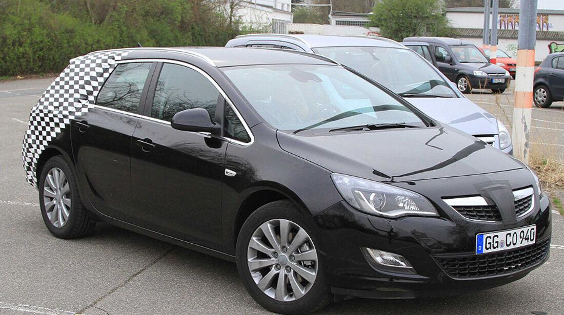 Opel Astra Sports Tourer Erlkönig
