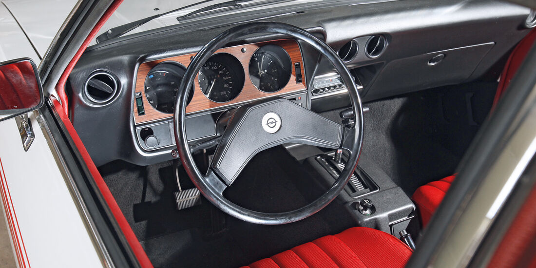 Opel Manta, Lenkrad, Cockpit