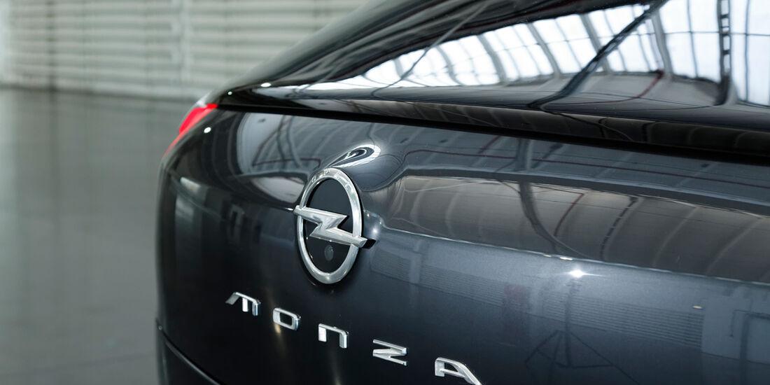 Opel Monza, Schriftzug