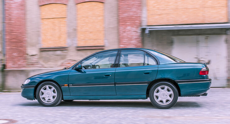 Opel Omega B Mv6, Seitenansicht