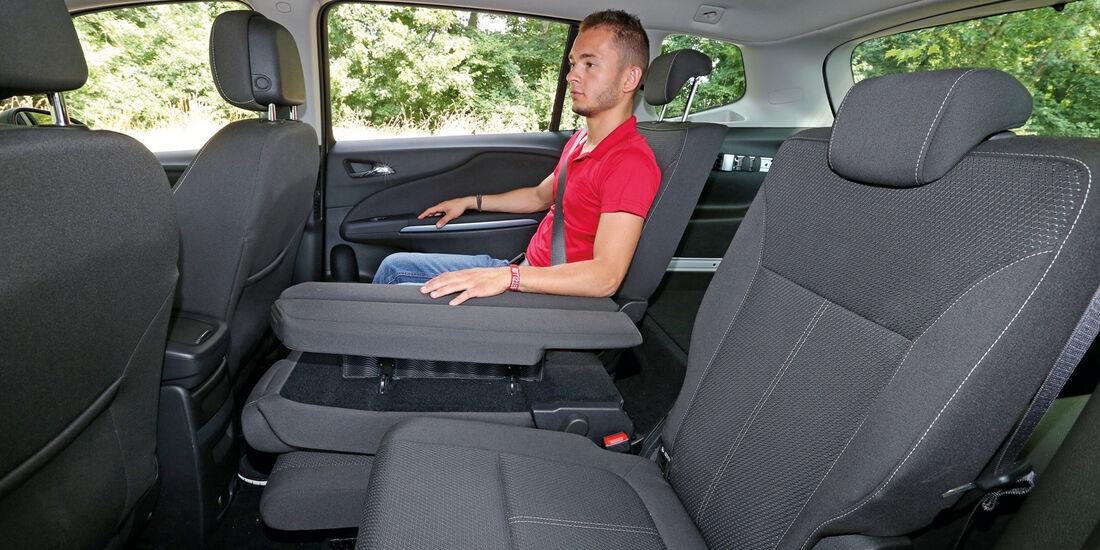 Opel Zafira Tourer 1.6 CDTI, Rücksitz, Beinfreiheit