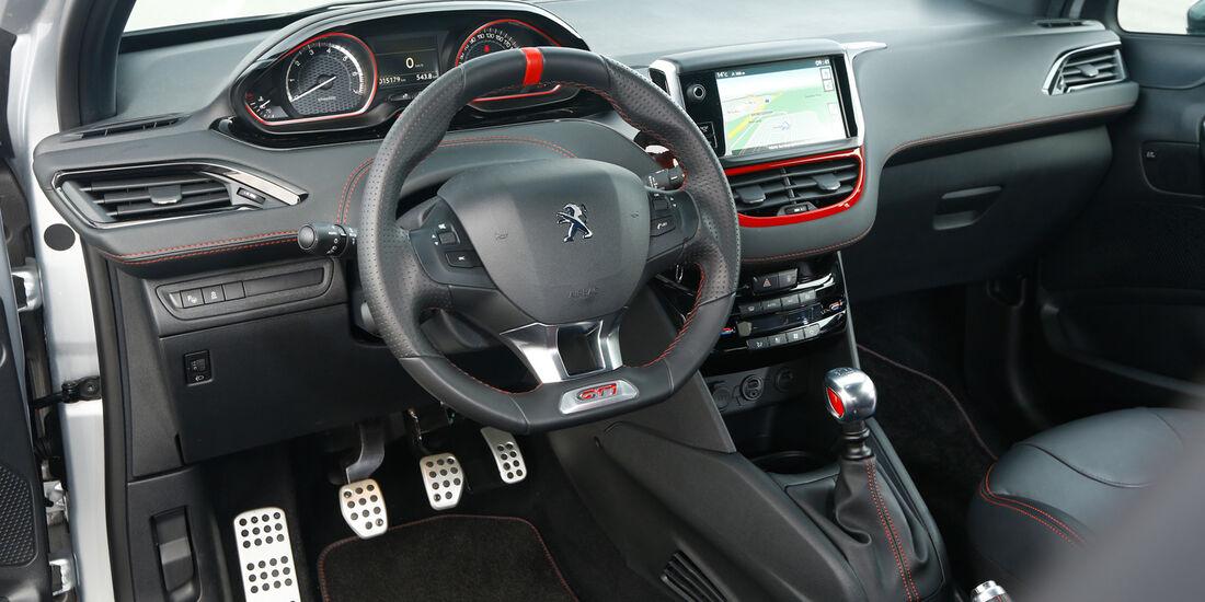 Peugeot 208 GTi, Cockpit