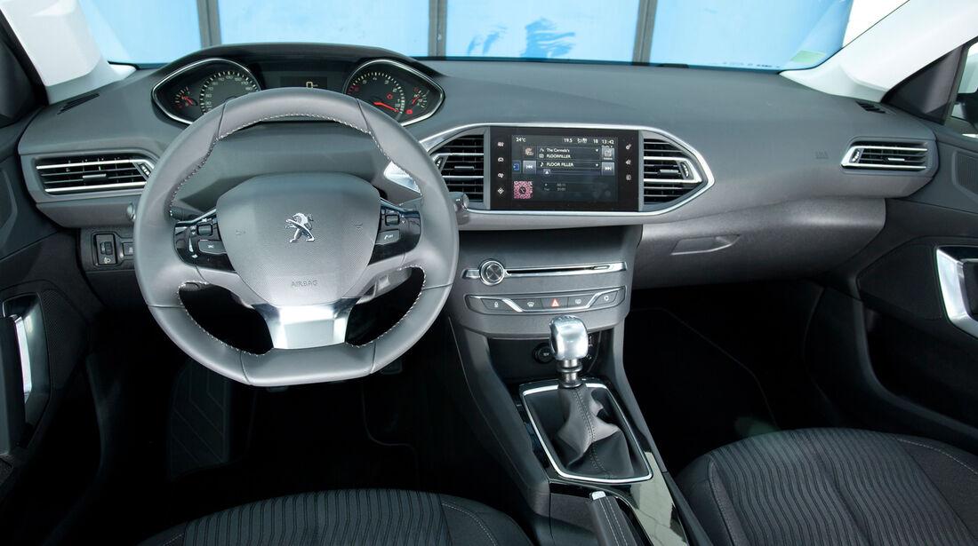 Peugeot 308 125 THP, Heckansicht, Slalom