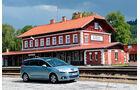 Peugeot 5008 155 THP, Seitenansicht, Bahnhof