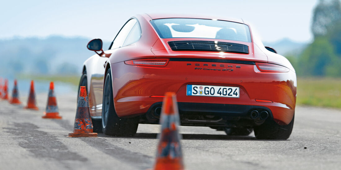 Porsche 911 Carrera GTS, Heckansicht, Slalom