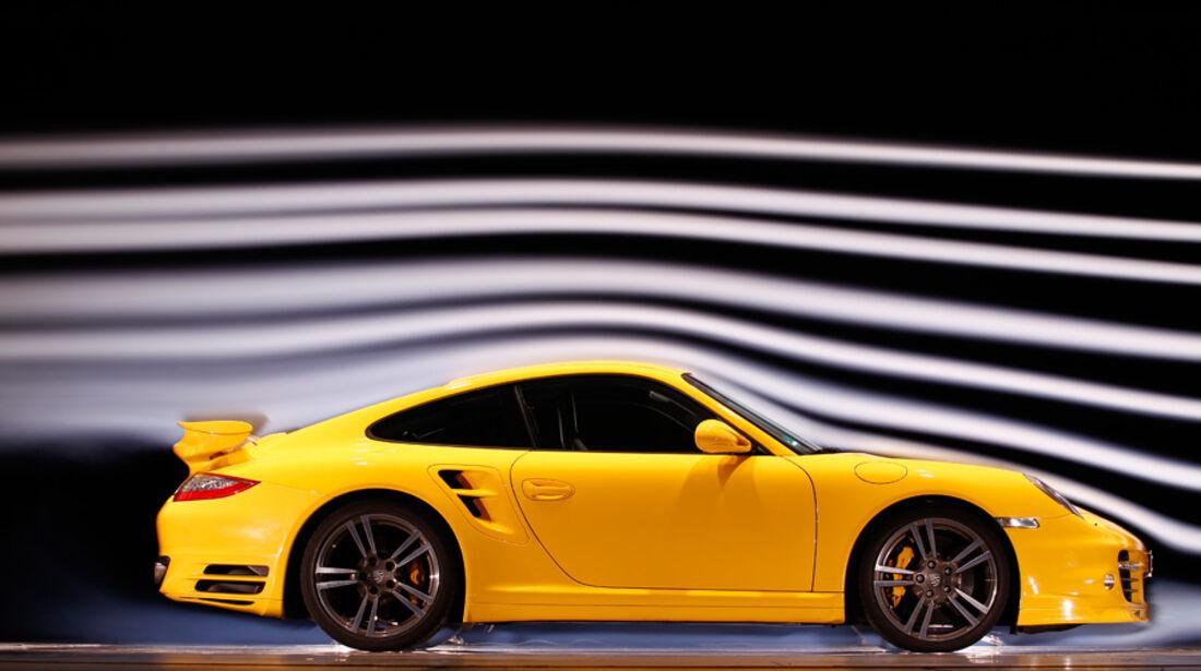 Porsche 911 Turbo S, Seitenansicht, Windkanal