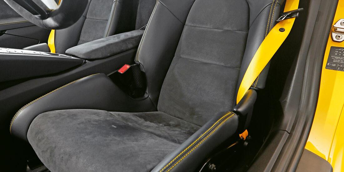 Porsche Cayman GT4, Fahrersitz
