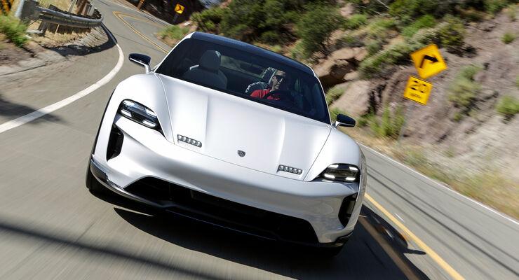 Porsche Mission E Cross Turismo 06/2018