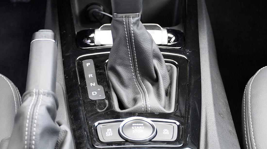 Qoros 3 Sedan, Mittelkonsole, Schalthebel
