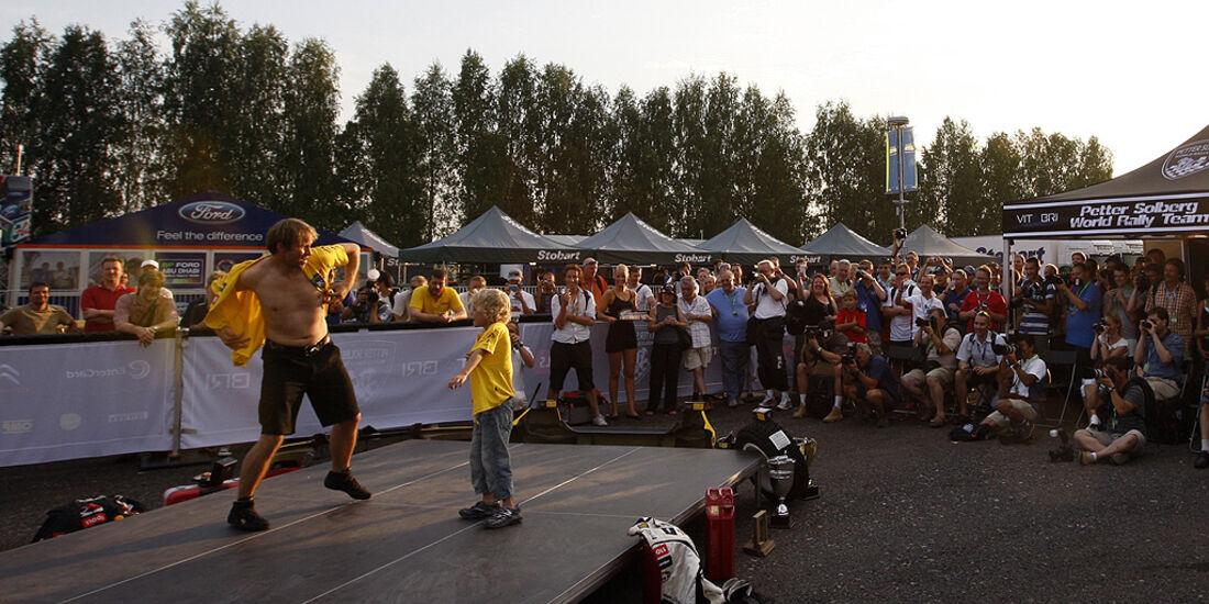 Rallye Finnland 2010, Petter Solberg, Modenschau