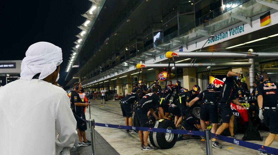 Red Bull Boxenstopp - Formel 1 - GP Abu Dhabi - 01. November 2012