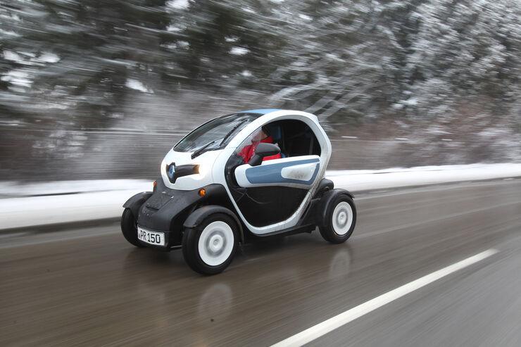 renault twizy im winter kalter e spa macher mit drifttalent auto motor und sport. Black Bedroom Furniture Sets. Home Design Ideas