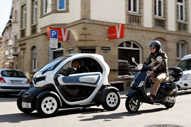 elektroauto renault twizy unser sommer mit dem elektro flitzer auto motor und sport. Black Bedroom Furniture Sets. Home Design Ideas