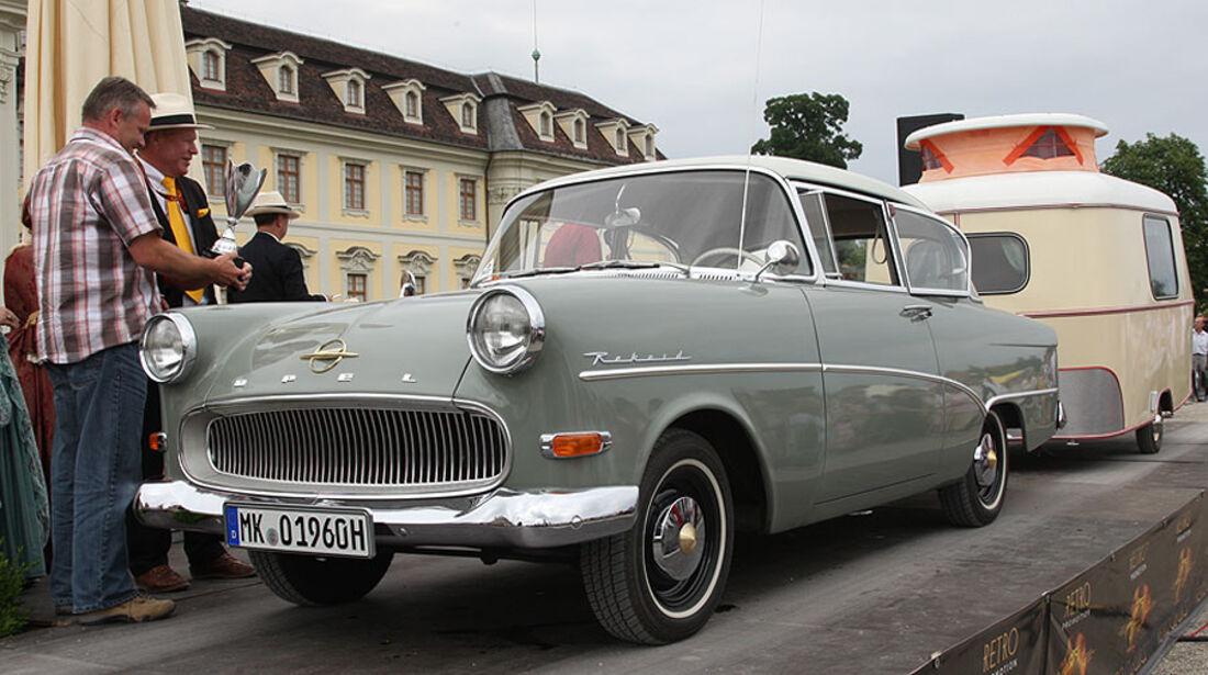 Retro Classics meets Barock Oldtimer mit Wohnwagen