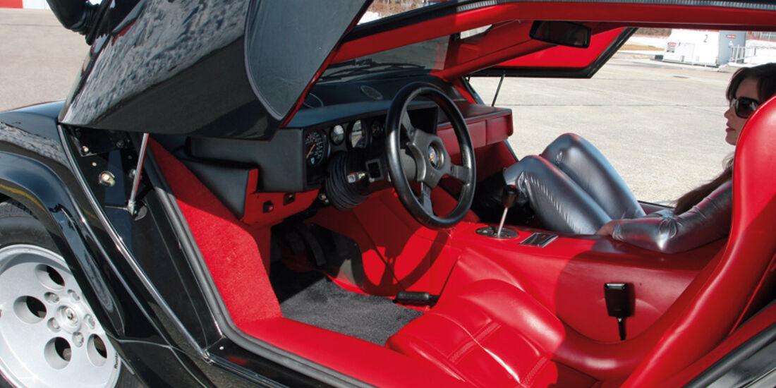 Rotes Leder im Innenraum des Lamborghini Countach LP 5000 QV