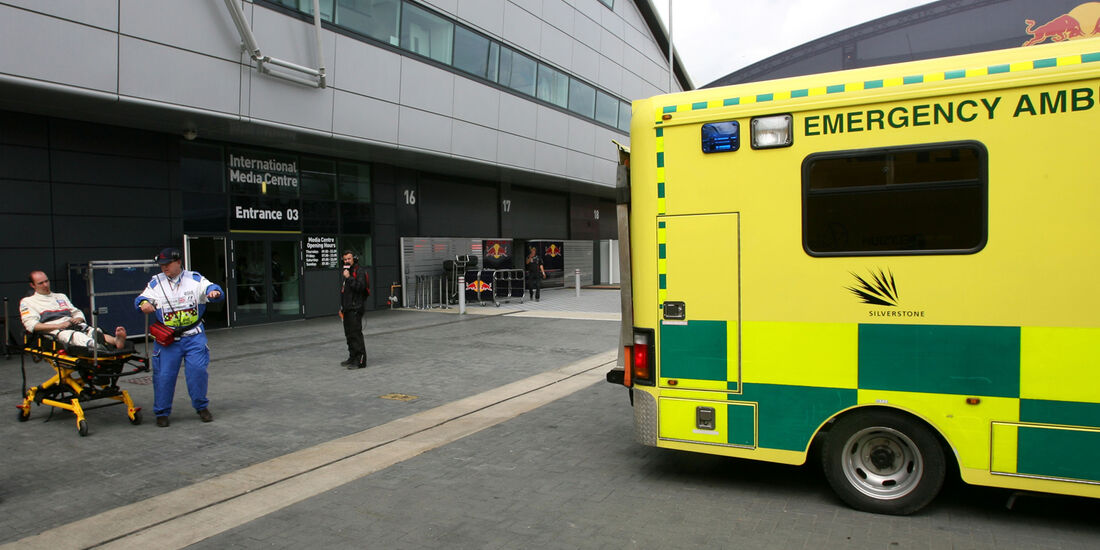 Sauber Boxenunfall Ambulanz GP England 2012