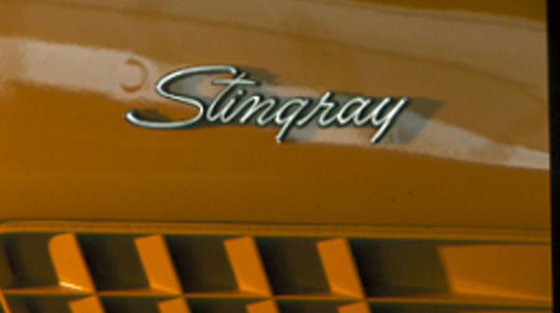 Schriftzug der Chevrolet Corvette Stingray 454