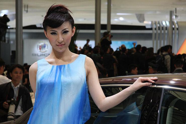 Shanghai Auto Show 2011 Girls