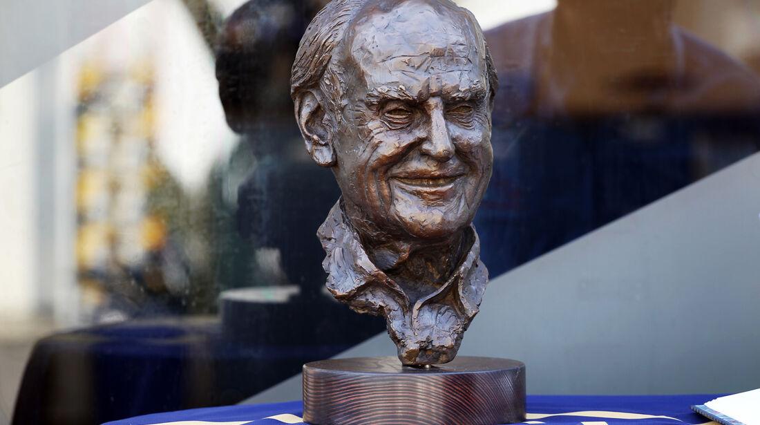 Sid Watkins Büste - Formel 1 - GP Singapur - 22. September 2012