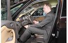 Sitzprobe auf der IAA 2011 in Frankfurt - Henning Busse im Opel Zafira