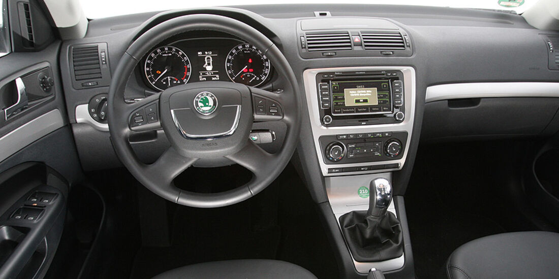 Skoda Octavia Combi 2.0 TDI Elegance Cockpit