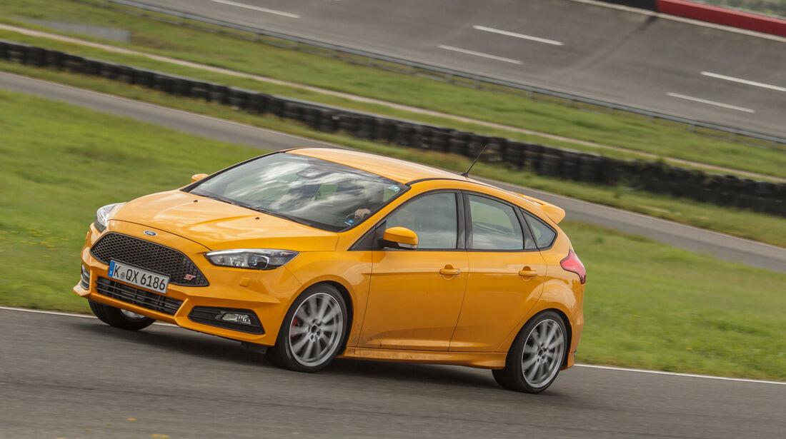 Sommerreifen-Test 2016, Reifengröße 235/40 R18 Y, Ford Focus ST, Test