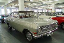 Startnummer 159: Tim Ramms und Jan Honsel im Opel Rekord A, 2,6 Liter, 6-Zyl. Reihe, 100 PS, Baujahr 1964, Team Motor Klassik Online.